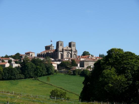 Abbaye de La Chaise-Dieu - vue de loin