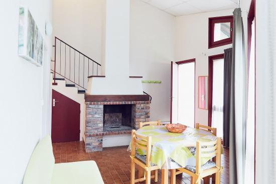 Salle à manger (cheminée non fonctionnelle)