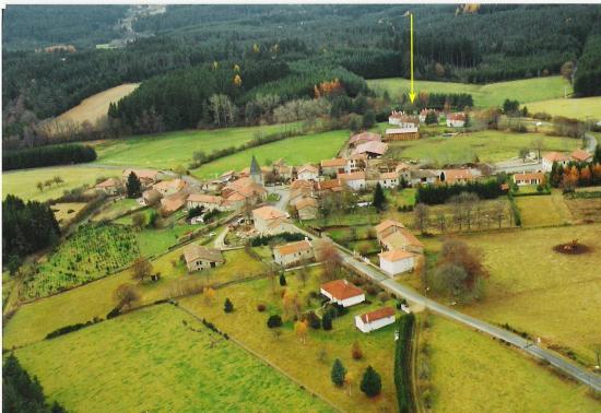Vue aérienne de La Chapelle-Geneste - situation des Gîtes du Bois de Chelles